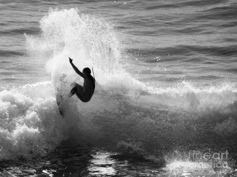 santa-cruz-surfer-black-and-white-paul-topp
