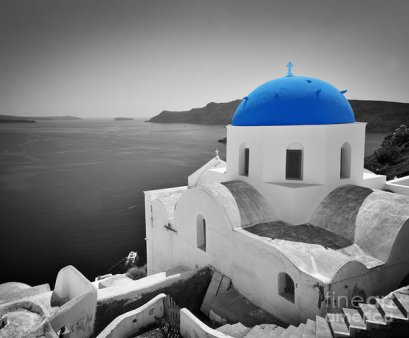 oia-town-on-santorini-island-greece-blue-dome-church-black-and-white-michal-bednarek
