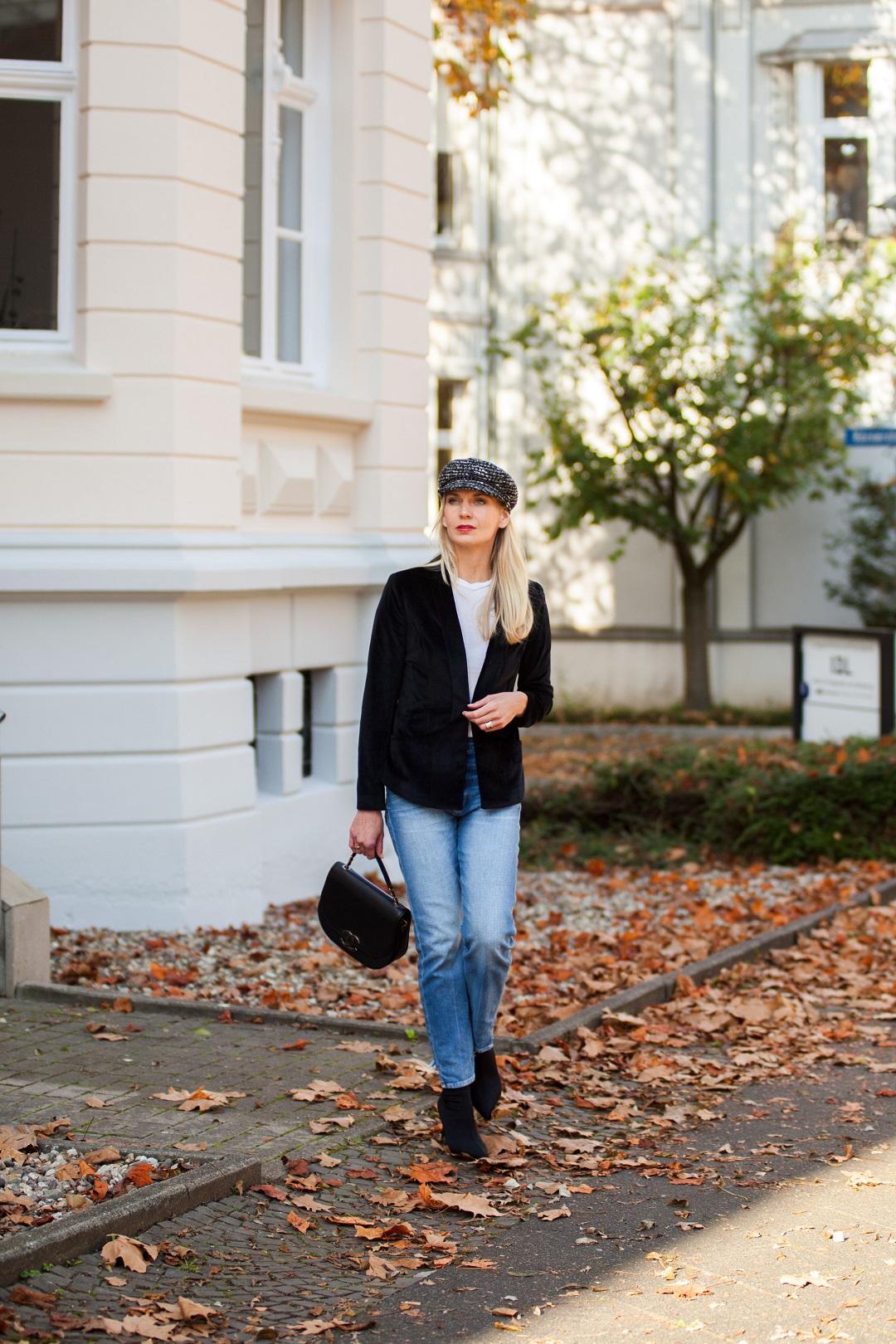 Chanel Tasche und Baker Boy Mütze