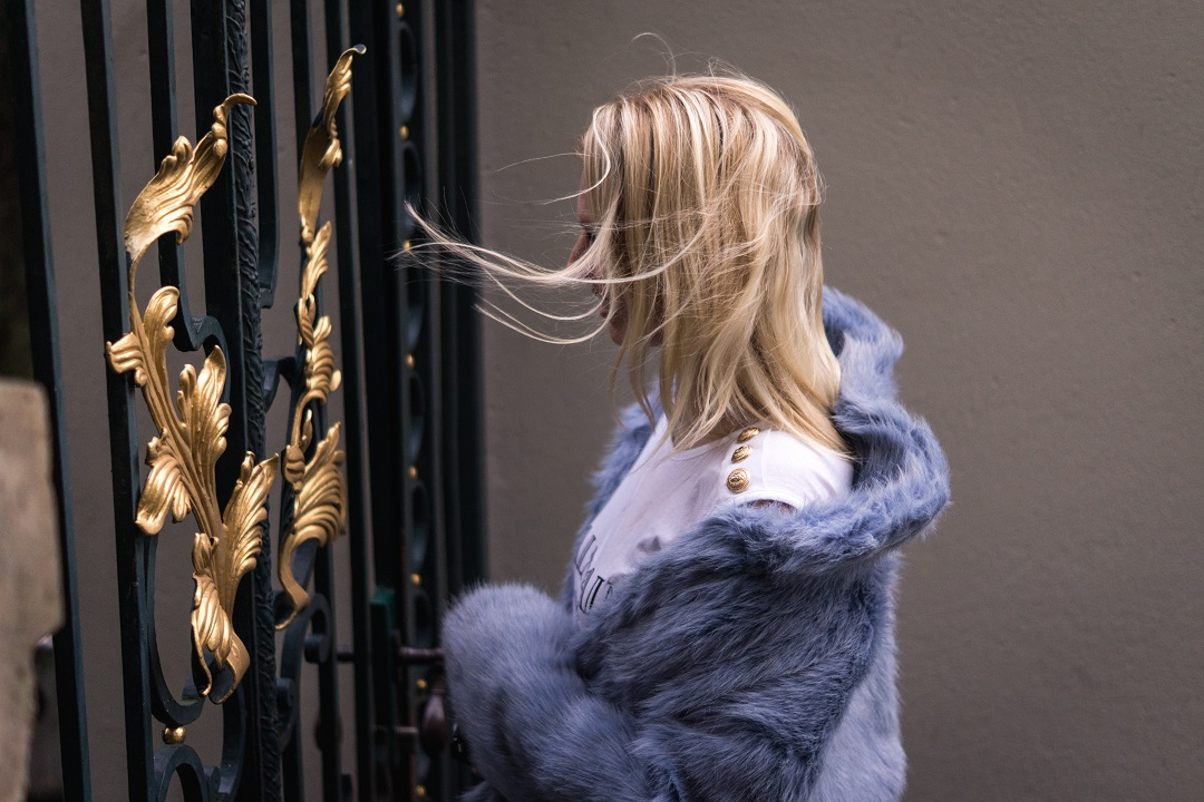 How to wear faux-fur jackets?