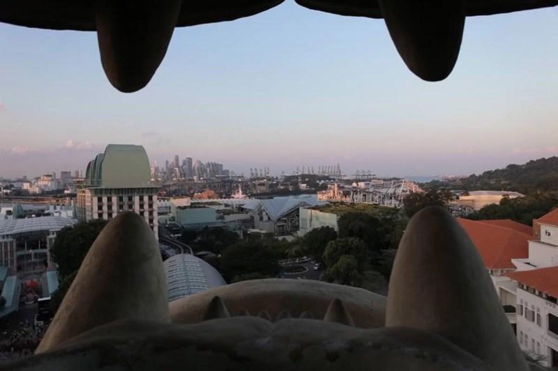 セントーサマーライオンタワーは体内に入れて口から景色が見えます