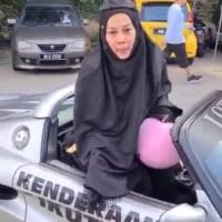 Buat Hal Lagi, Pergi Masjid Naik Kereta Sport
