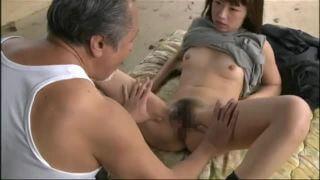 「不倫て最高ぉ...♡なんで..こんなにきもちいぃいのぉ...」初老男と熟女妻のベロチュー隠語セックス!!