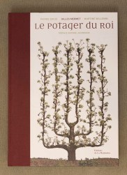 PHOTO: Book cover of Le Potager du Roi.