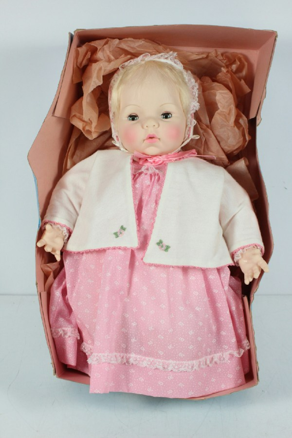 Vintage Madame Alexander Victoria I8 Doll With