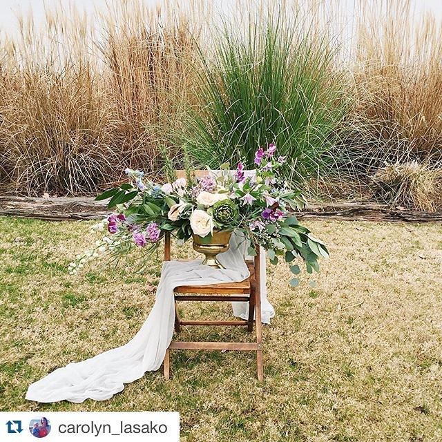 Our Palmer Garden chair channeling warm spring vibes  Styling from @kaririderevents || Blooms from @crimsoncloverfloral || @carolyn_lasako || at @chesapeakebaybeachclub #vintagerentals #easternshore #vintage #wedding #floral #eventdesign #spring #weddinginspiration