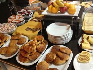 Hotel Sol Andino breakfast buffet