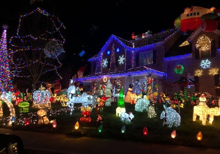 Christmas Light Scavenger Hunt!