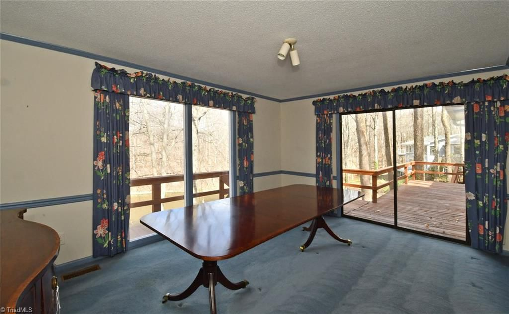 Replacing Old Carpet (part 1 Dining Room) 1