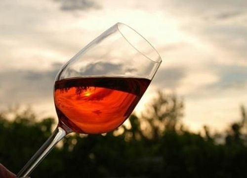 睡前喝紅酒好處多_聚酒薈