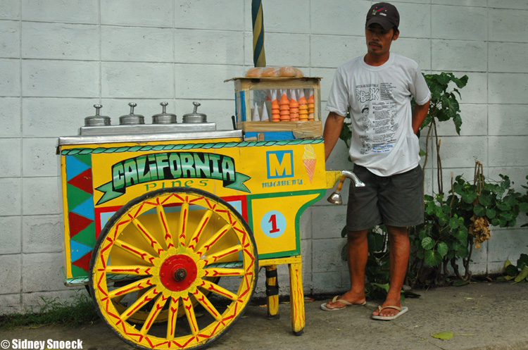 Image of an ice cream vendor in the Philippines