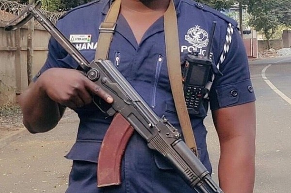 Policeman & friends attacked by 2 armed robbers, hidden police AK rifle with 25 ammunitions stolen