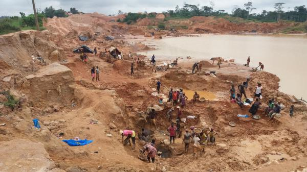 illegal miners working