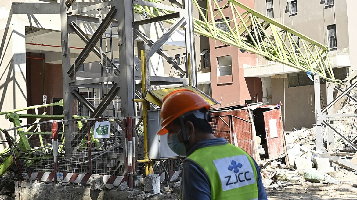 8 dead and several others injured after a crane collapsed in Nairobi