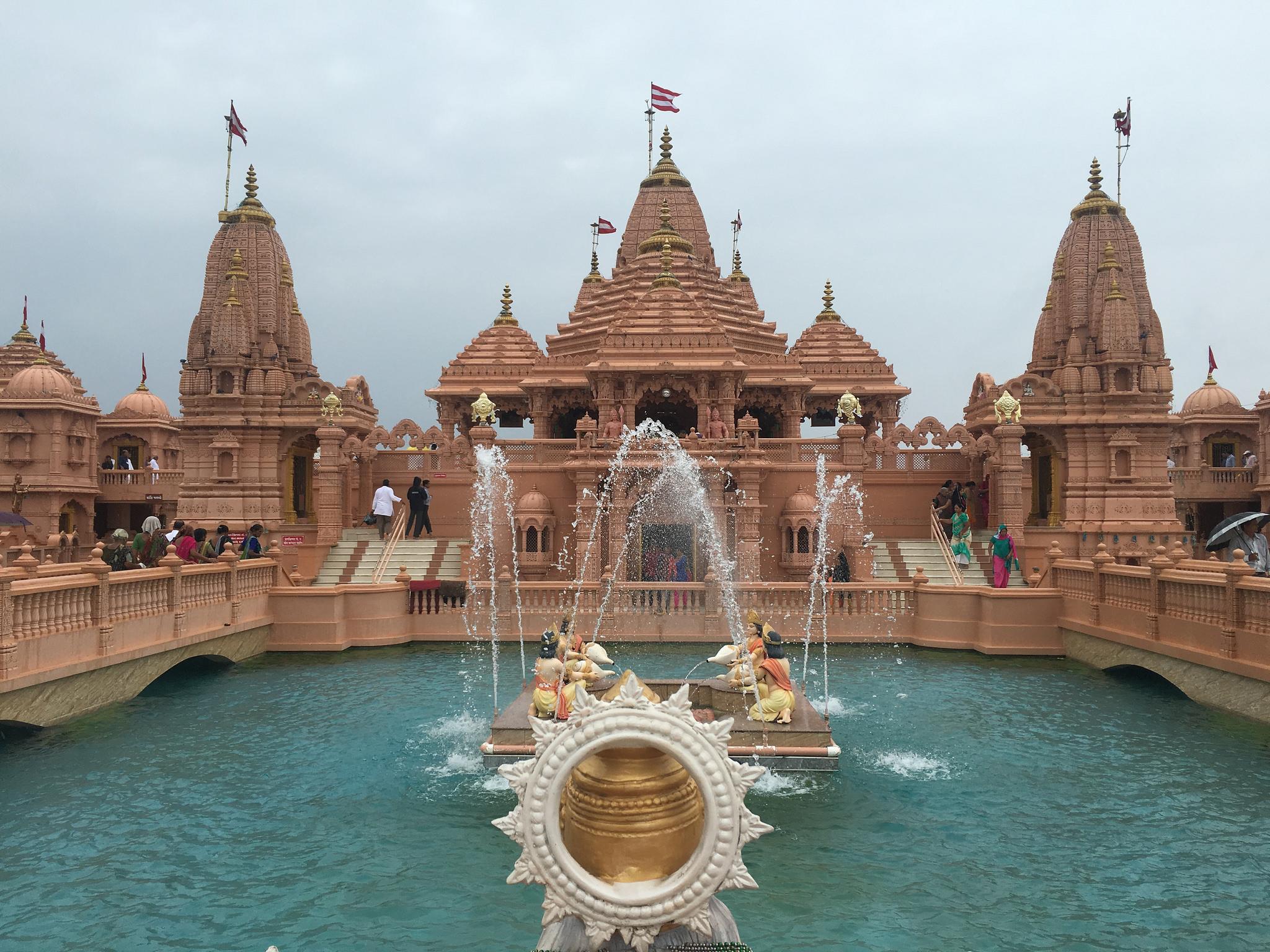 Poicha Swaminarayan Temple Gujarat on the way of statue of unity
