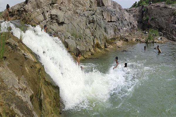 Zanzari waterfall - One day picnic from Ahmedabad