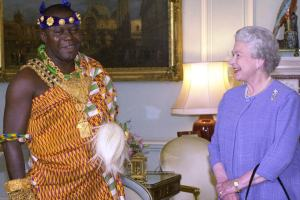 Osei Tutu II meets the Queen in 2000 CREDIT:  FIONA HANSON