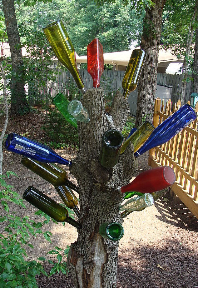 20 Ideas of How to Enhance Your Garden with Glass Bottles