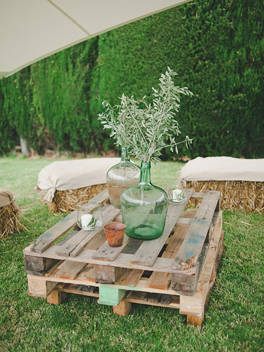 DIY Rustic Decors Made of Pallets for Your Spring Wedding