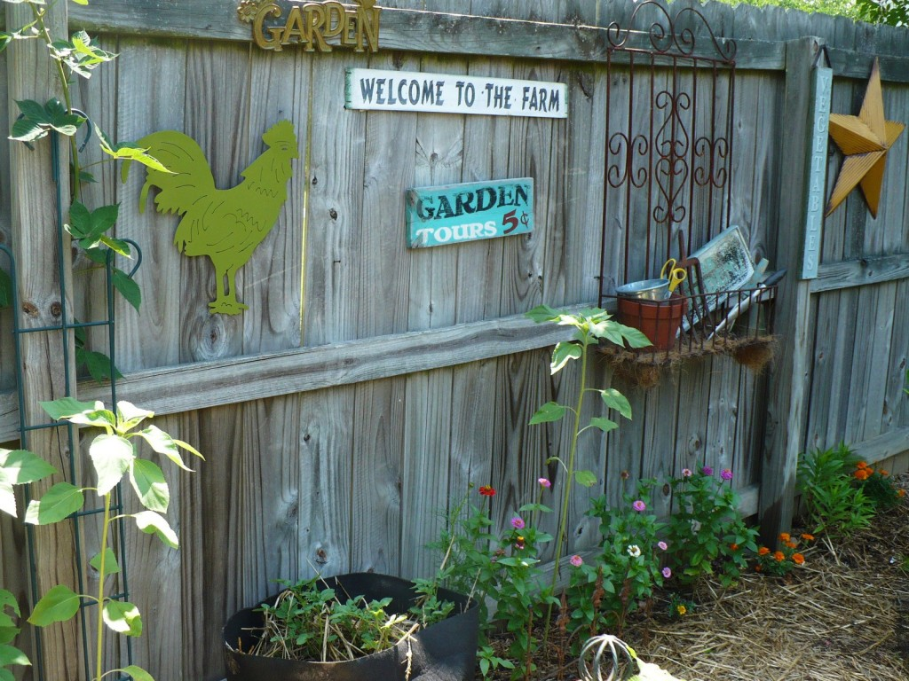 Garden Fence Decor Ideas To Bring Whimsy To The Dull Planks