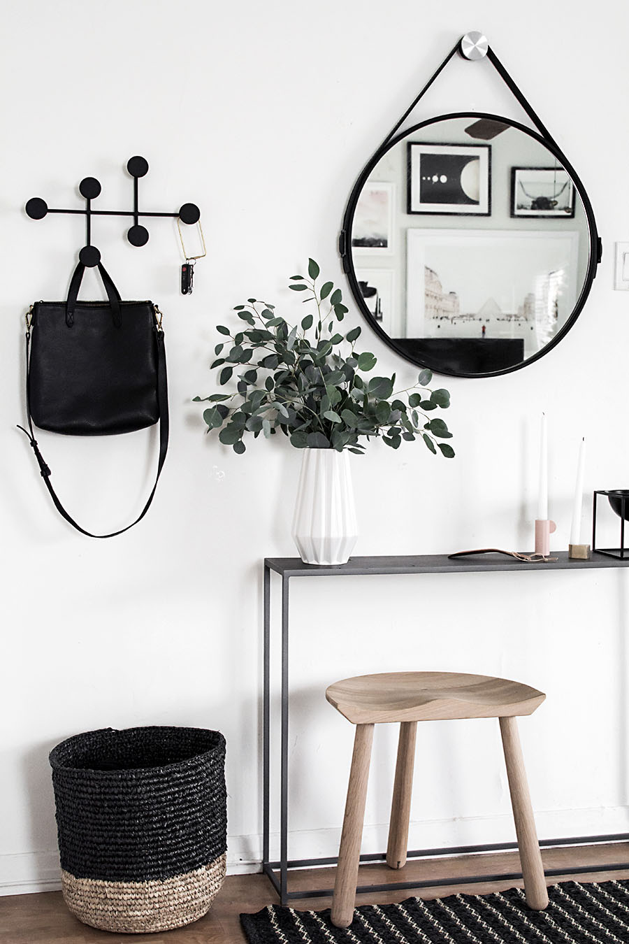 Small Entryway Ideas To Make The Tiny Space Functional