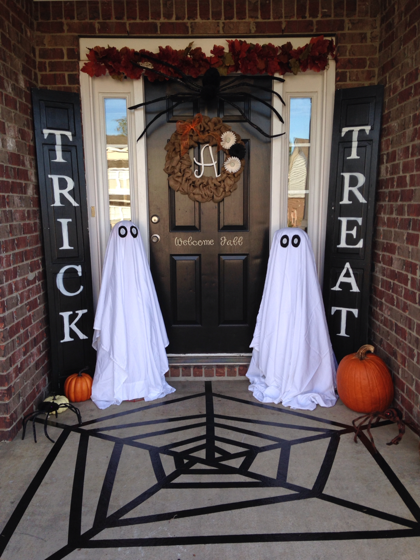 Halloween Outdoor Decor To Welcome Your Trick Or Treaters