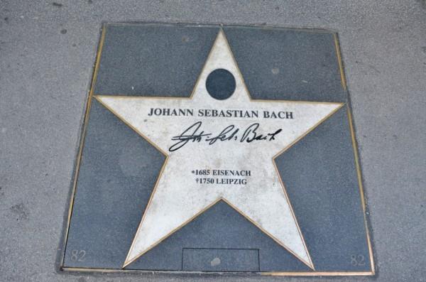 ေ႐ွးေခတ္ အႏုပညာ႐ွင္ Johann Sebastian Bach, German composer ရဲ႕ လက္မွတ္ ၾကယ္ပြင္႕ ။