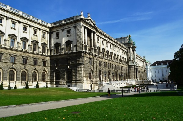 Hofburg Palace ေဆာင္းရာသီ နန္းေတာ္ ၊ အေနာက္ဖက္ ျမင္ကြင္း ။