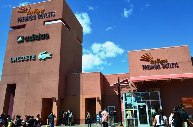 15 အဘတို႕ စီးလာတဲ႕ STX Bus ဂိတ္ဆံုးမွာ Las Vegas North Premium Outlet ႐ွိပါတယ္ ။