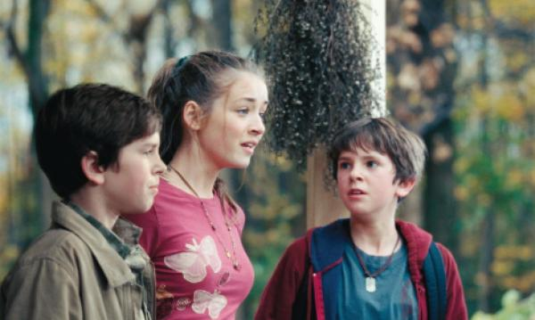 still-of-sarah-bolger-and-freddie-highmore-in-the-spiderwick-chronicles-(2008)-large-picture