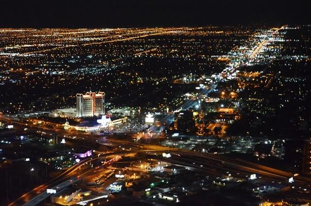 17. Las Vegas ၿမိဳ႕ႀကီးရဲ႕ ညျမင္ကြင္း 2 ။