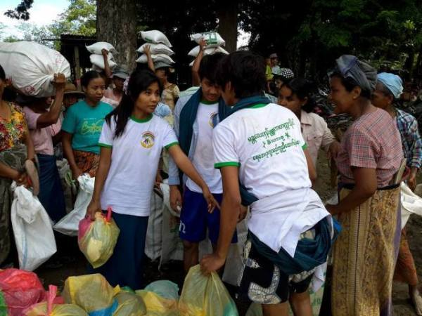 Donation for flood victims 8