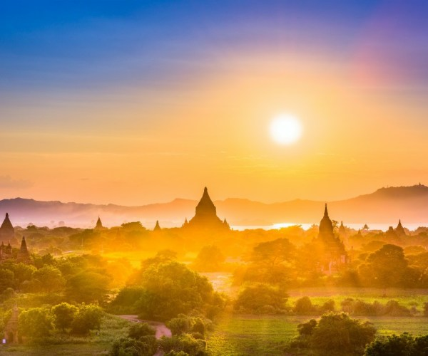 bagan-myanmar-ancient-temple-landscape-P28W9G7
