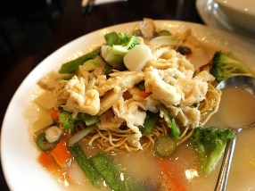 Little Szechuan: Chicken and Vegetable Over Crispy, Dry Noodle