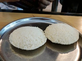 We started with the regular idlis. Nothing special but good.