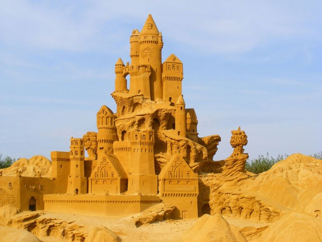 20. Beautiful Sand Sculpture