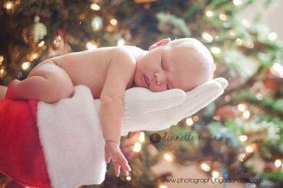 Newborn Christmas Pictures 10