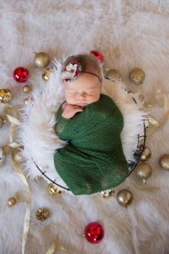 Newborn Christmas Pictures 28