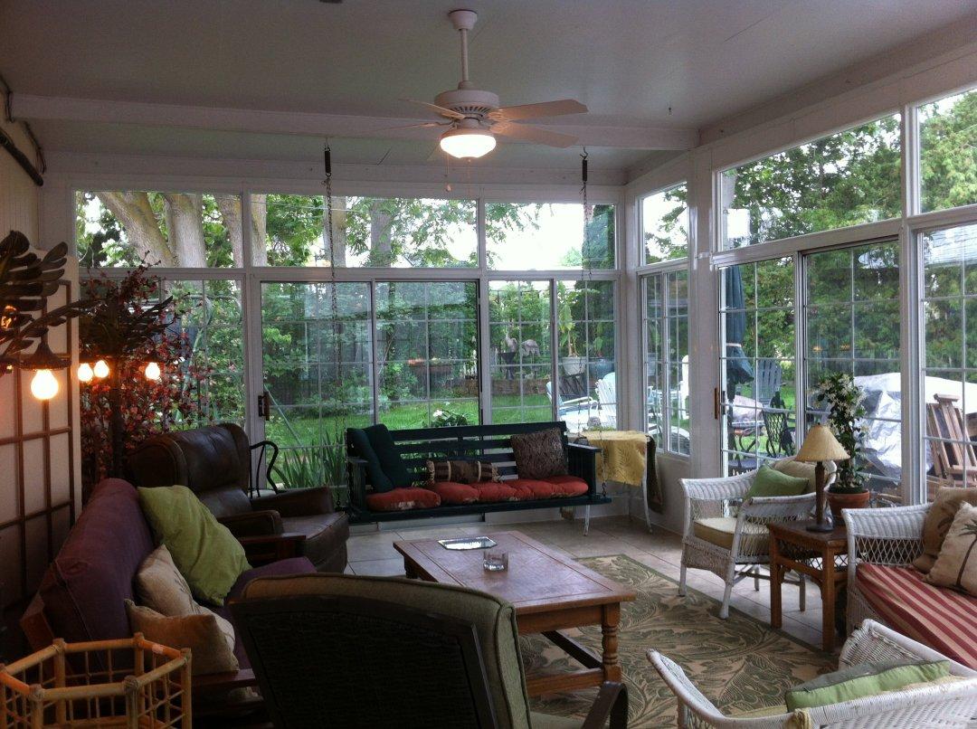 Sunroom with window grids