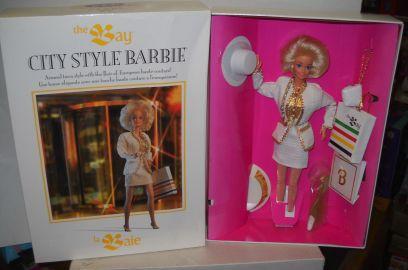 Hudson's Bay 325th Anniversary City Style Barbie Canada   Crédito da imagem: den268/eBay