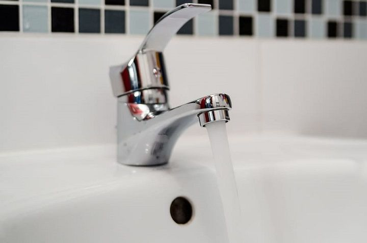 how to remove kitchen faucet without