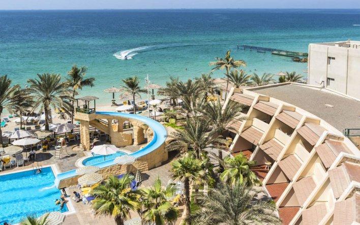 يحتضن شاطئ الخان الشارقة الأنشطة الشاطئية والمرافق الترفيهية وجانب من تراث الإمارة | ماي بيوت