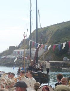 The lugger brings in the fisherman