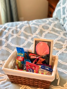 Guest room snack basket