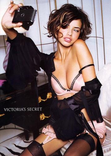 Adriana Lima maquiada por Charlie Green para Victoria's Secret