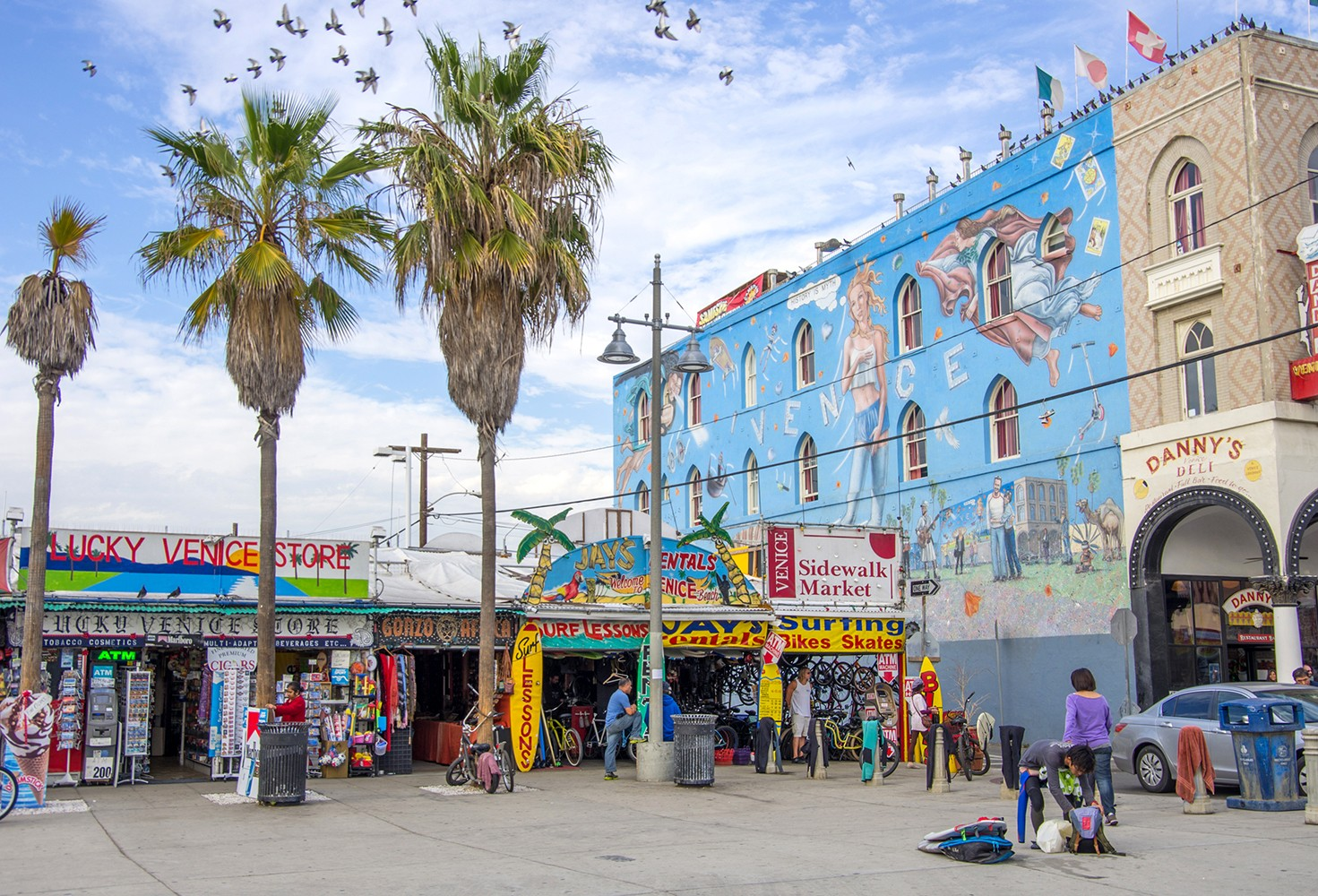 Free things to do in Los Angeles - Ocean front walk, Venice Beach featured by popular Los Angeles Blogger, My Beauty Bunny