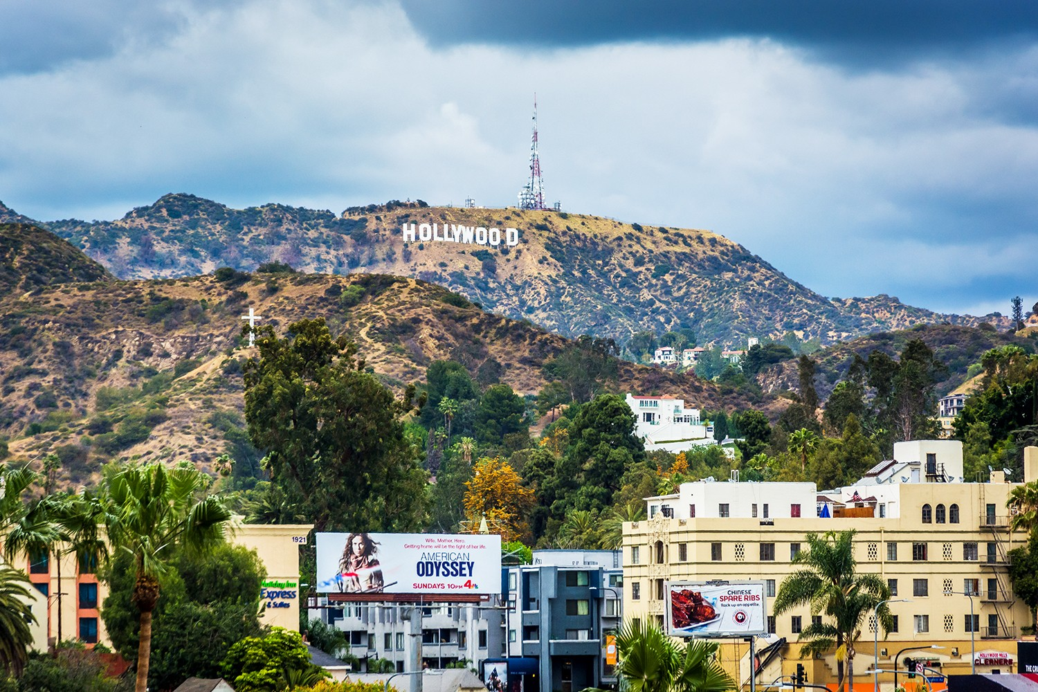 Free Things to do in Los Angeles -View of the Hollywood Sign, in Hollywood, Los Angeles, California featured by popular Los Angeles Blogger, My Beauty Bunny