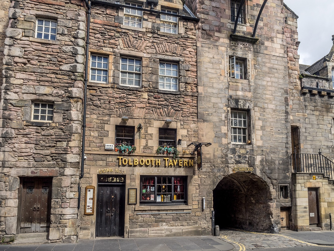 Tolbooth Tavern - Best places to take Instagram photos in Edinburgh Scotland by travel blogger My Beauty Bunny - Best Photo Spots in Edinburgh that are Instagram Friendly featured by popular Los Angeles travel blogger, My Beauty Bunny