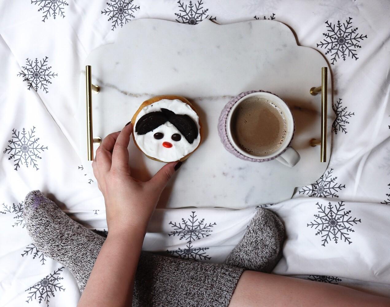 Winter holiday snowflake sheet set by California Design Den on Amazon