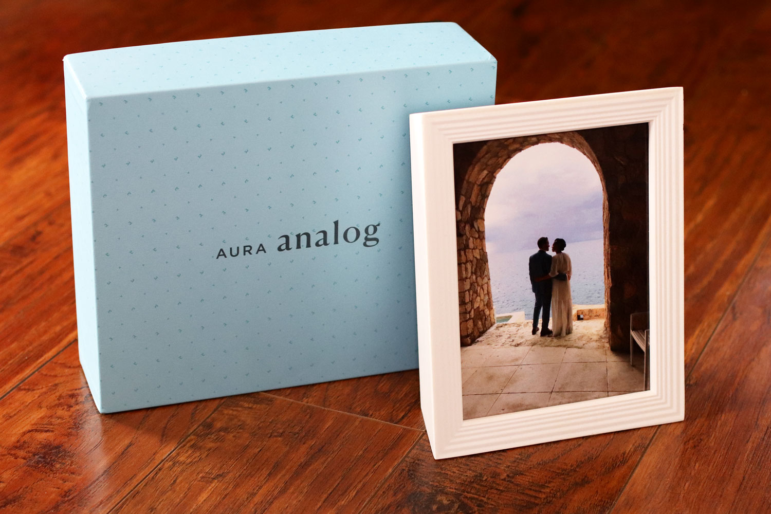 Holiday Gift Guide for the Whole Family 2019 - Aura picture frame